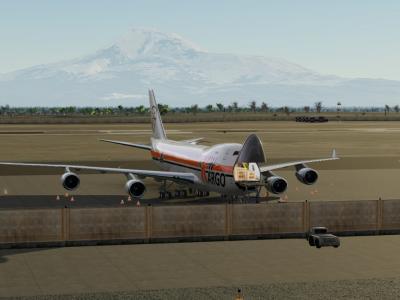 Déchargement d'un 747-400F à Erevan, aux pieds du mont Ararat