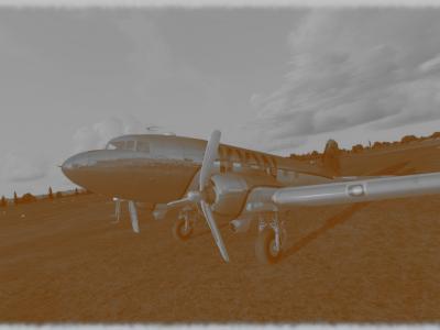 F-KKW12 avec les capots moteurs peint. Photo retrouvée dans un vieux bureau du service OSV en partance pour la benne. Datée du 15 mai 1938.