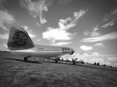 F-KKW12 sur aérodrome non identifié. Photo retrouvée dans un vieux bureau du service OSV en partance pour la benne. Datée du 17 juin 1937.