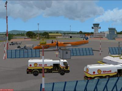 Q400 au parking LFST